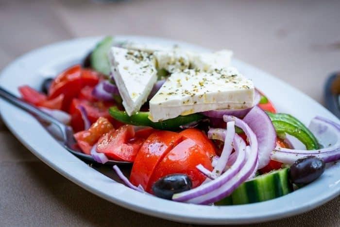 zoodles feta salat