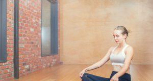 frau huefte dehnung yoga